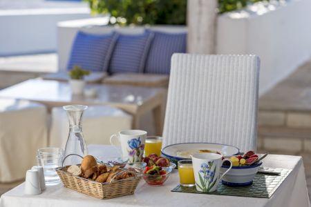 Breakfast-table-terra-maltese-mykonos