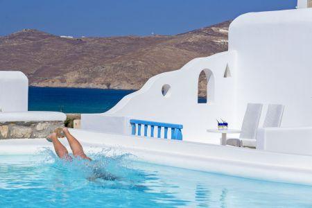 Swim-at-the-pool-terra-maltese